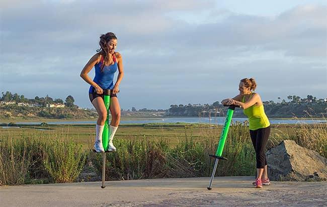 Pogo skákací tyče recenze: zábava a trénink